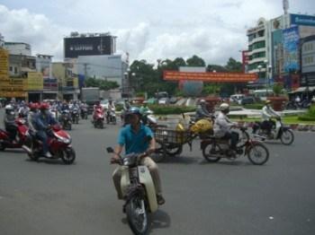 Khu vực bùng binh, nơi trước đây từng là Lăng Cha Cả (H: Nguyễn Đạt/NV)
