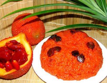 Màu của xôi gấc phải xài tới bao nhiêu quả gấc cho đủ, mà cũng chỉ cho ra được màu hồng nhạt tai tái, nhìn phát chán ( ảnh: http://yeutretho.com)