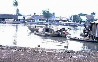 Mà bạn ơi, Sông thì có khi nào chịu yên đâu? Nên Sài Gòn đổi thay trong từng khoảnh khắc.