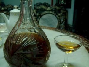 Một trong những loại rượu nhẹ theo công thức bí truyền của vương triều Nguyễn dùng trong các bữa ăn, kể cả ăn sáng. Ảnh: Ngữ Yên