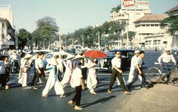 """Sài Gòn năm 1956 – Lý Quang Diệu, thủ tướng Singapore, đã từng nói """"hy vọng là một lúc nào đó Singapore sẽ phát triển giống như Sài Gòn""""."""