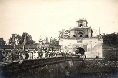Của Ngăn (Thể Nhơn) năm 1926 nhìn từ phía ngoài kinh thành