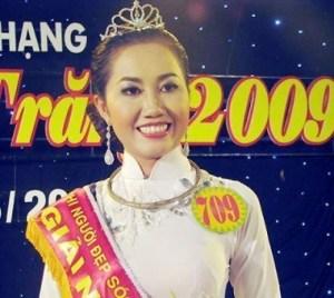 Từng đoạt giải hoa hậu khu vực Nam Mê Kông 2009, M.X bị bắt trong một đường dây bán dâm, có giá 2.500 đô/ lần, quy mô lớn.