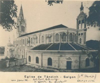 Nhà thờ Tân Định, nhìn từ phía sau, trông ra đường Hai Bà Trưng