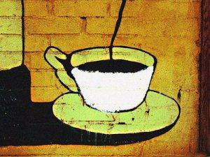 """Khi pha cà phê, caffeol sẽ """"tuột"""" ra khỏi chất béo, và tan trong nước cà phê (qua lọc), tạo ra hương vị. Còn chất béo bị giữ lại ở bã cà phê."""