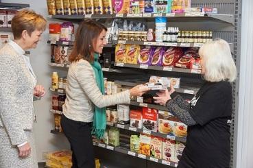 Các thực phẩm bày bán tại siêu thị giảm giá này đều đã được phân loại để đảm bảo dù không có chất lượng thượng hạng thì chúng vẫn là những món hàng sử dụng được.
