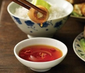 Nước mắm là món không thể thiếu trong bữa ăn của người Việt (ảnh chỉ mang tính minh họa) – BBC