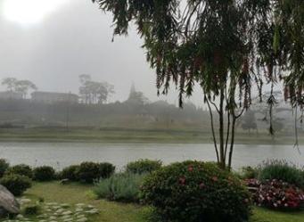 háp chuông Lycée Yersin nhìn từ quán Bích Câu, Đà lạt